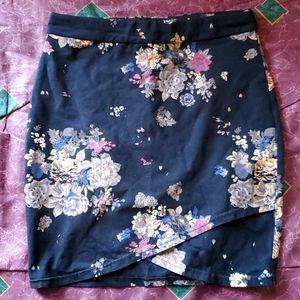 ARITZIA Stretch flower skirt